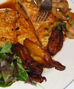 Fillet of chicken with mushrooms filete de pollo con for Azafran cuban cuisine
